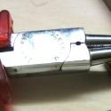 Eine präparierte Rundzange für Hülsen um 2,5 mm Durchmesser.